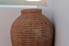 The jar on the terrace